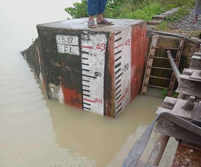 रेलवे ने बाढ़ को देखते हुए पुलों की निगरानी बढ़ा दी है। - फाइल फोटो