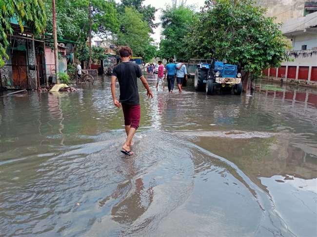 पहले मिलकर सभी एजेंसियां जलभराव दूर करेंगी, उसके बाद तय होगा किस की संपत्ति पर पानी भरा।