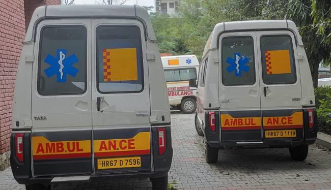 चालकों और ईएमटी के अभाव में शो-पीस बनीं 15 एंबुलेंस