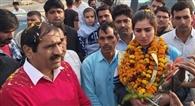 विधायक ने किया भारत को गोल्ड दिलाने वाली निर्मल का स्वागत