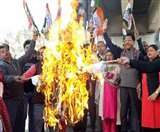महंगाई के खिलाफ कांग्रेस कार्यकर्ताओं का सड़क से सदन तक प्रदर्शन