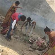कोयलांचल के स्लम क्षेत्रों में अपने बलबूते कोरोना से लड़ रहे लोग