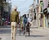 कर्फ्यू के दौरान बेवजह सड़कों पर घूम रहे लोगों पर पुलिस ने की कार्रवाई, 22 गिरफ्तार