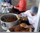 Uttarakhand Lockdown: संस्थाओं के सहयोग से प्रशासन ने बांटे भोजन के 7745 पैकेट
