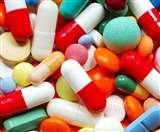 Coronavirus: जीवनरक्षक दवा बनाने में जुटीं 56 फार्मा कंपनियां, बाजार में था दवा संकट