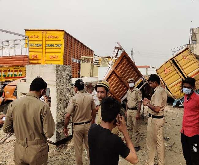 पंजाबी बाग थाना क्षेत्र में एक निर्माणाधीन पुल के एक पिलर का हिस्सा एक टेंपों पर गिर गया।