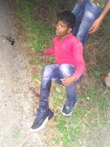 Jaunpur में मुठभेड़ में पशु तस्कर गिरफ्तार, गोली लगने से एक सिपाही भी हो गया घायल