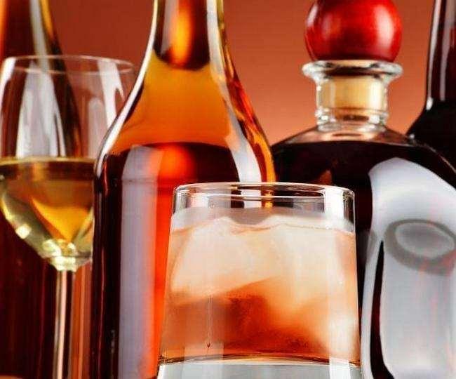 राज्य सरकार ने शराब की दुकानें खोलने का फैसला लिया।