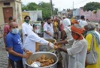 गंगा भवन में जारी रहा रोजी-रोटी गंवाने वालों का भंडारा