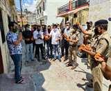 कोरोना से जंग जीत घर लौटा अमन, पुलिस और स्थानीय नागरिकों ने पुष्प वर्षा कर किया स्वागत