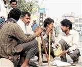 Rising India: कोरोना ने रोजगार छीना है, हौसला नहीं; काम की तलाश में दीवारों पर लिख रहे नंबर
