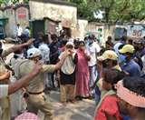 धनबाद कोचिंग डिपो में जमकर हुआ बवाल; दो गुटों में हुई मारपीट व चमकाए हथियार Dhanbad News