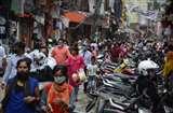 दो दिन बाजार बंद रहने की खबर पर दुकानों में उमड़ी भारी भीड़, सोशल डिस्टेंसिंग की उड़ी धज्जियां