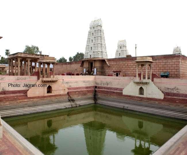 वृंदावन में रामानुज संप्रदाय के प्रसिद्ध रंगजी मंदिर परिसर में स्थित पुष्करणी।
