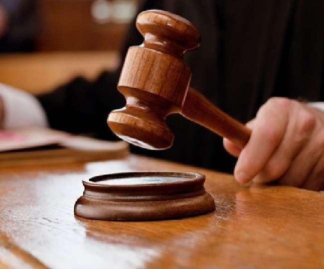कोर्ट ने सात आरोपितों को आगजनी के आरोप से मुक्त कर दिया।