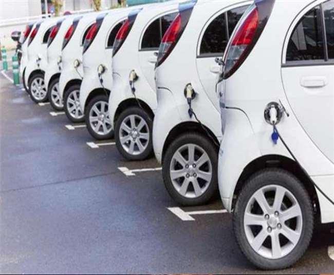 ई-वाहन चार्जिग प्वाइंट को पीडब्ल्यूडी ने हटवा दिया है।