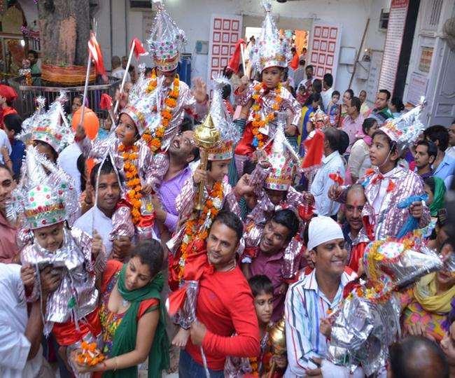अमृतसर के श्री बड़ा हनुमान मंदिर में नवरात्र पर अद्भूत लंगूर मेला लगता है। (फाइल फोटो)