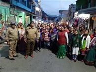 आरोपितों के एनकाउंटर पर भिकियासैंण के लोगों ने पुलिस के सम्मान में निकाली रैली
