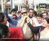 Hyderabad doctor murder case: एनकाउंटर करने वाले पुलिसकर्मियों पर हुई पुष्प वर्षा,महिलाओं ने खिलाई मिठाई