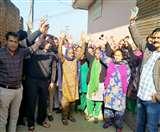 श्याम नगर में सीवरेज की छोटी पाइप डालने का विरोध, लोगों ने रुकवाया काम Jalandhar News