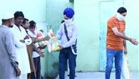 गरीबों को उपलब्ध करवाया राशन