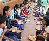 Jharkhand Lockdown : मिड डे मील राशि देने को बच्चों को स्कूल बुला खुद गायब हो गए शिक्षक, प्रधानाध्यापक निलंबित