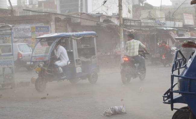 hurricane storm waved in panipat and shattered pillers