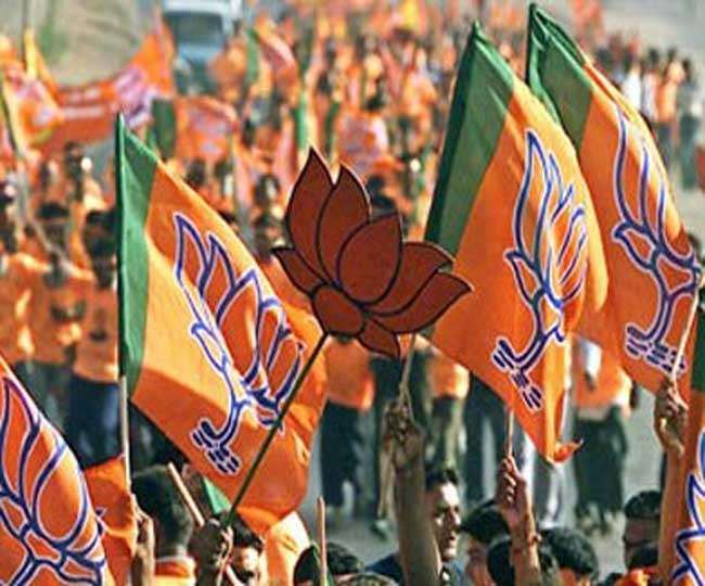 प्रदेश भाजपा अध्यक्ष आदेश गुप्ता ने कहा कि दिल्ली सरकार गरीबों को धोखा दे रही है।