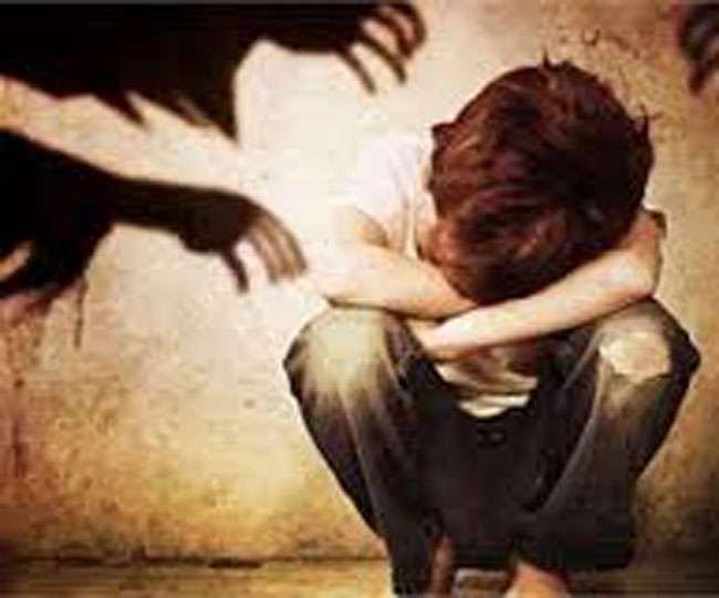 दिल्ली में शख्स की शर्मसार करने वाली करतूत, पत्नी और बच्चों के साथ करता था कुकर्म