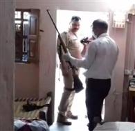 सर्राफ ने पत्नी को गोली से उड़ाया फिर खुद जान दी