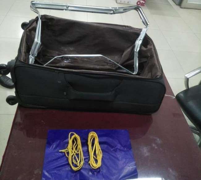 अमौसी एयरपोर्ट पर 41 लाख का सोना जब्त, बैग की बिडिंग में छिपाकर लाया गया था दुबई से