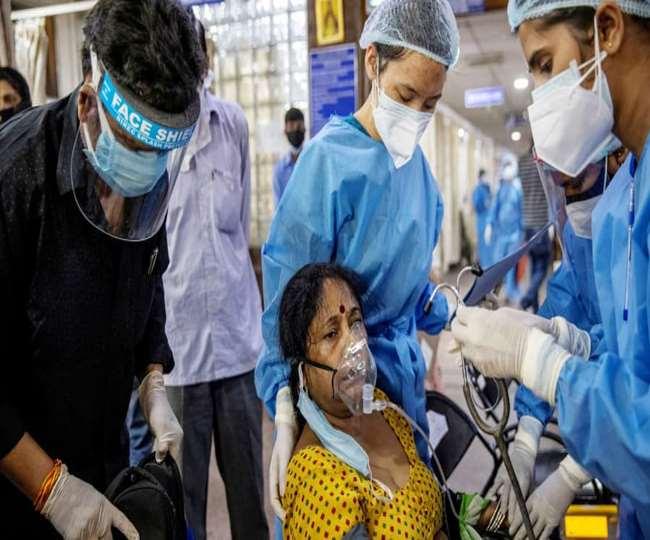 अप्रैल और मई में भारत ने महामारी का खौफनाक चेहरा देखा था