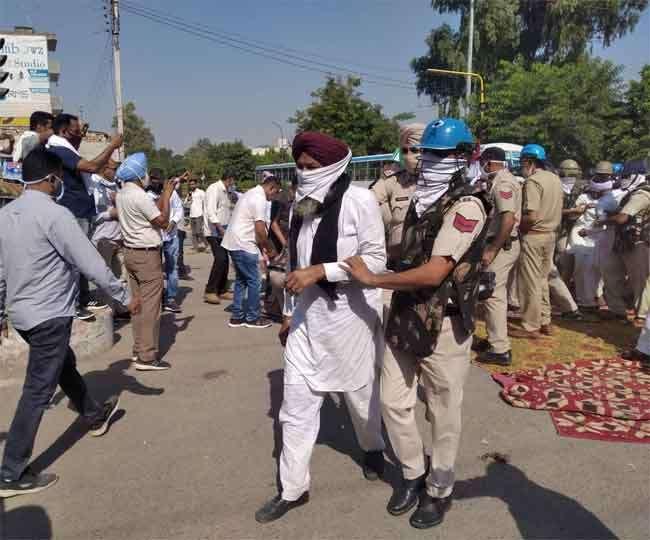 40 agitating farmers including Yogendra Yadav arrested at Sirsa