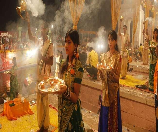 Dev Deepawali 2019 Puja Vidhi: कार्तिक पूर्णिमा को मनाई जाएगी देव दीपावली, जानें पूजा विधि, दान और महत्व