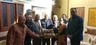 सेवा भारती स्कूल ने जरुरतमंदों को बांटी सिलाई मशीनें