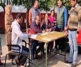 डिप्टी सीएमओ का औचक निरीक्षण, गायब मिल डॉक्टर और फार्मासिस्ट Meerut News