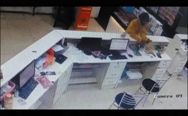 मेडिकल स्टोर पर 29 सेकेंड में मोबाइल फोन चुराया, सीसीटीवी फुटेज से पकड़ा गया