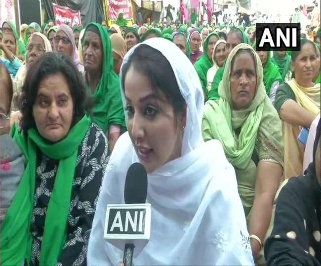 हरियाणा और पंजाब से काफी संख्या में महिलाएं टीकरी बॉर्डर पर पहुंची और आंदोलन में शामिल हुई।