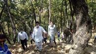 राजस्व कर्मियों के साथ विधायक ने जंगलों में की कांबिंग