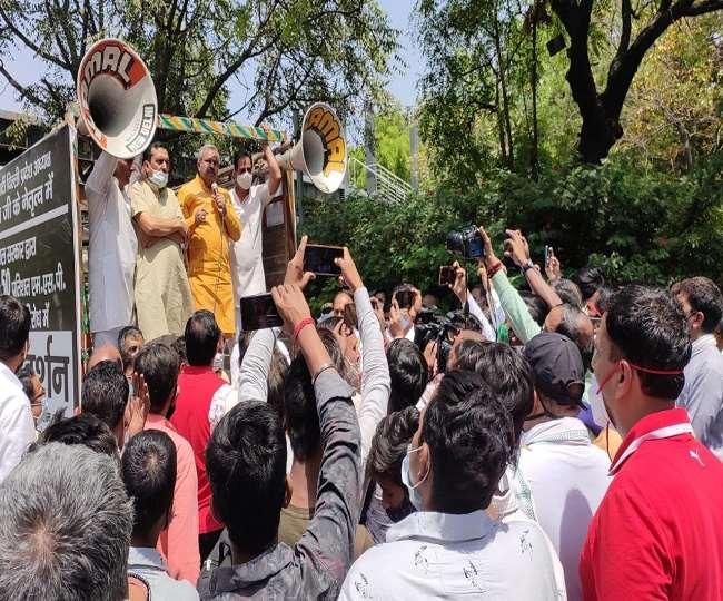 भाजपा का कहना है कि आम आदमी पार्टी (आप) सरकार को दिल्ली के किसानों की चिंता नहीं है।