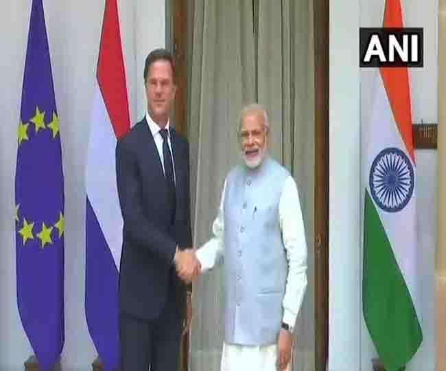 प्रधानमंत्री नरेंद्र मोदी और नीदरलैंड के प्रधानमंत्री मार्क रट की फाइल फोटो