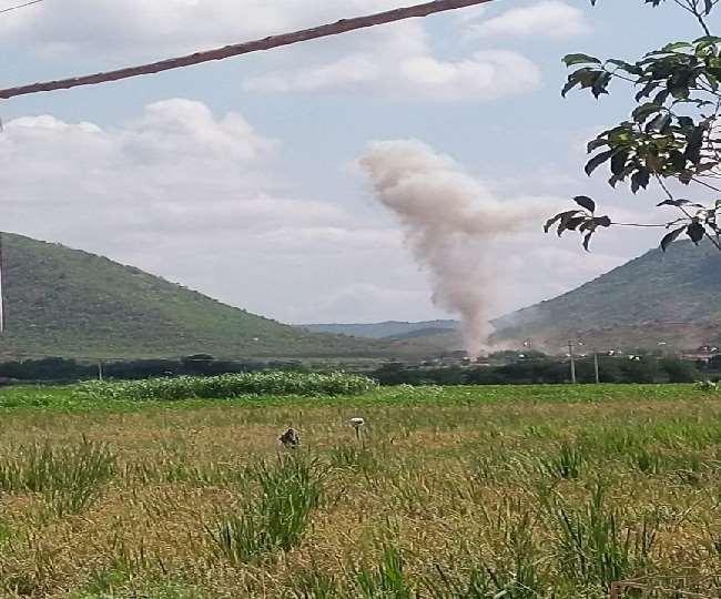 आंध्र प्रदेश के कडप्पा में भयंकर विस्फोट। (फोटो: दैनिक जागरण)