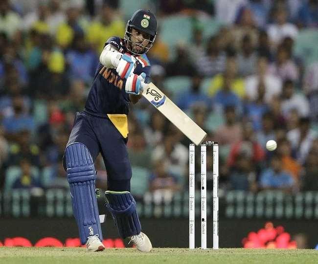 टीम इंडिया के ओपनर बल्लेबाज शिखर धवन (एपी फोटो)