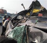 एक्सप्रेस-वे पर डिवाइडर से टकराई कार, छह घायल