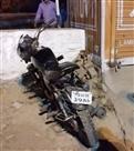 ट्राले की चपेट में आया बाइक सवार मौके पर, मौत