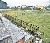 Jammu: 70 लाख खर्च कर बने अधूरे मिनी स्टेडियम में लापरवाही का कचरा