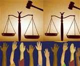 लोकतंत्र पर व्यंग्य: लोकतंत्र का चमत्कार ही है कि न्याय की आस में पीड़ित का दम निकलता है