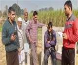 गन्ना क्रय केंद्र पर घटतौली मिलने पर किसानों का हंगामा, अफसरों को बुलाने की मांग Meerut News