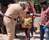 पुलिस के साथ मिलकर बच्चों को बांटे मास्क, जरूरतमंदों में वितरित किया लंगर Chandigarh News