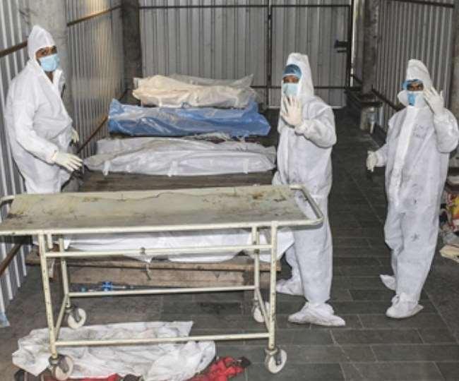 देश के 10 राज्यों और केंद्र शासित प्रदेशों में कोरोना संक्रमण के मामले तेजी से बढ़ने लगे हैं।